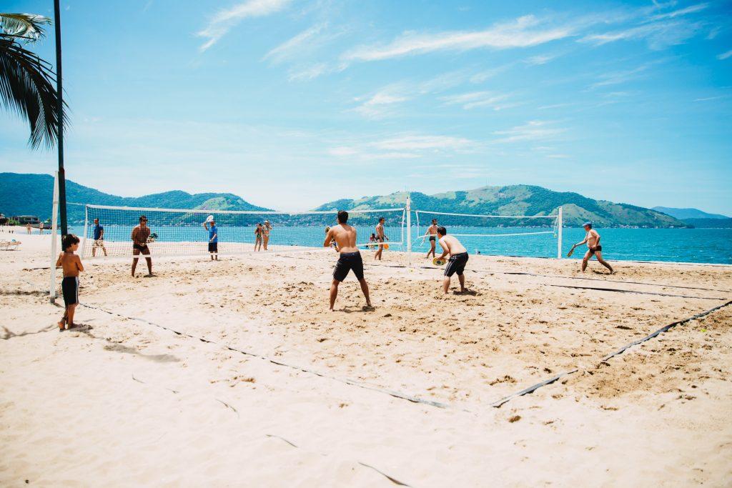 volley ball sur la plage séjour linguistique